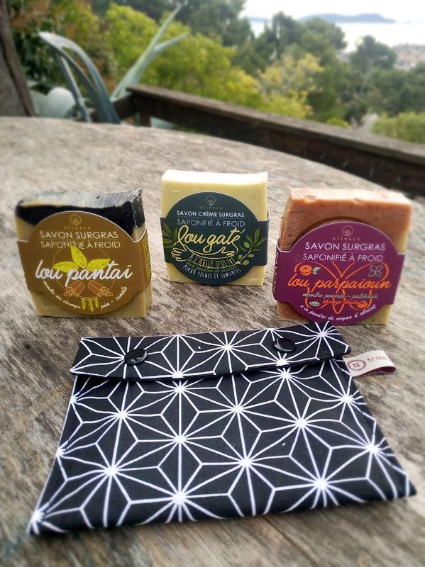 Image sur KIT 3 SAVONS + Une pochette à savon imperméable  fait main